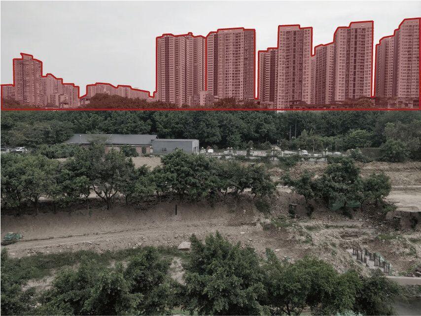 从场地北侧看南侧住宅楼