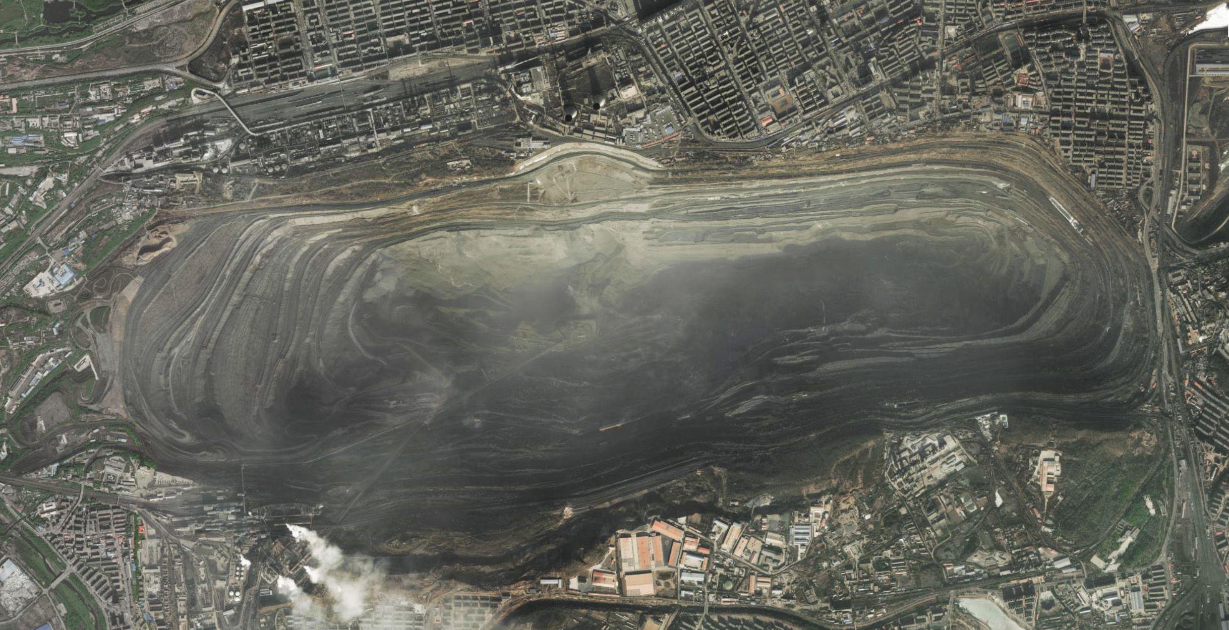 西露天矿卫星图